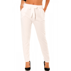 White cigarette pants with pockets and belt to tie very fashion. D261.